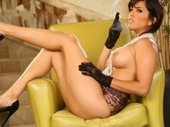 Sunny Leone in Playing With Herself While Smoking Video