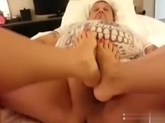 Wife giving me a admirable foot job i love those sexy feet