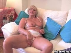 Chunky grandma with large old marangos bonks a sextoy
