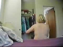 Mature masturbates on hidden cam