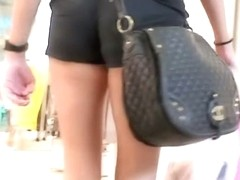 Blonde bombshell in sexy shorts - super sexy street candid