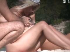 Beach voyeur vid of blonde nudist pussies