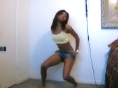 Sexy black girl got amazing moves