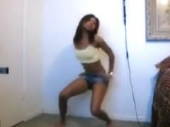 Sexy black girl got amazing moves