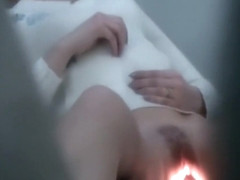 Amateur woman is being filmed when check in the pussy