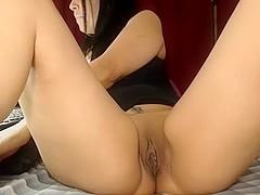 I'm fingering my pussy on webcam