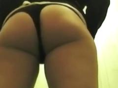 Woman taking a pee and filmed in secret