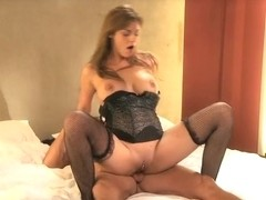Mature MILF shows her experience
