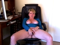 Sexually Excited mother i'd like to fuck Racquel Devonshire getting off.