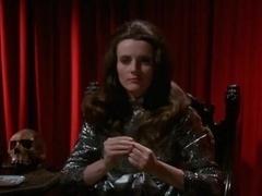 Sherry Miles,Celeste Yarnall in The Velvet Vampire (1971)