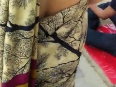 Indian voyeur - Aunty back show in blouse