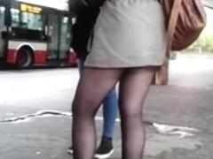 Young sexy legs near metro 2 Sexy Beine an der U-Bahn2