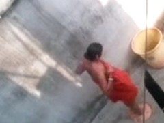 Desi aunty bathing caught by neighbour
