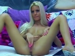 Blonde Loves To Fingering Her Twat