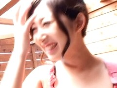 Free hot downblouse video with an arousing Asian sweetie.