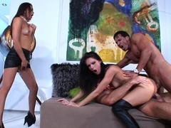 Jennifer Dark gets sandwiched. Facial cumshot