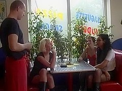 German Pizza Girls