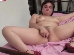 Chubby Milf Cums solo