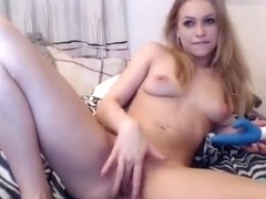 Siswet19 fucks and massages her pussy