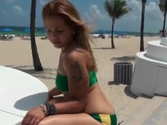 Brazilian booty prefers to make blowjob in public places