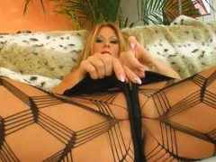 Milf Thing MILF sex pro Julia never lost her taste for jizz