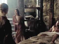 Black Sails S02E01 (2014) - Lise Slabber, Jessica Parker Kennedy, Clara Paget