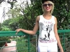 Stunning tgirl Melinha Bonekinha blows