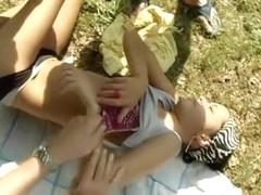 Von 3 Typen beim Sonnenbaden begrapscht