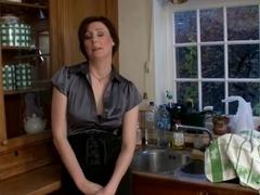 Lara latex scopa alla grande in cucina