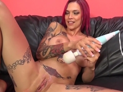 Tattooed slut with big round tits Anna gets her honey hole fucked deep