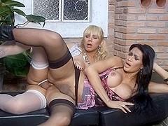 ShemalesFuckShemales Video: Walquiria and Renata