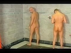 Compartiendo ducha