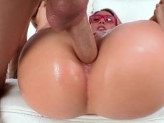 Apple bottom needs a cock