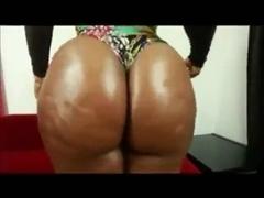 Black woman shake his ass