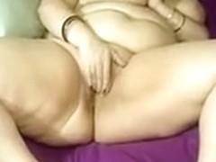 I'm rubbing my beaver in my nasty bbw homemade porn