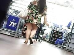 upskirt , fat girl but tasty ass ,