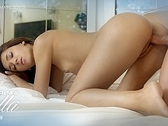 Alexis Brill in My Prima Bella Video