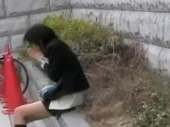 Amateur upskirt of Asian girls getting fingered publicly.