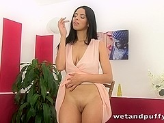 Sexy slut plays with an lovely speculum