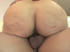 Kiki Daire gets her snatch fucked