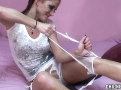 Vicious housewife Autumn Bodell is playing in hose