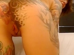 Tattooed chick with round ass and bog scones plays with pussy