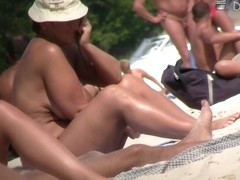 Hidden voyeur's camera captured a good pussy on beach