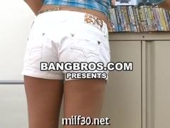 Hot milf showing her skills