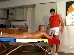 Horny dude wants to suck cock