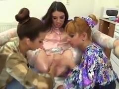 3 lesbians fisting