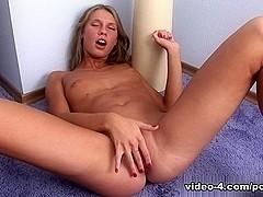 AmateurPornHuntVideo: blueeyed girl strips and masturbates