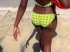 2 hot Jamaican Ebony Babes shake their Asses on the Beach
