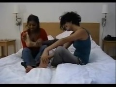Indian-Swedish girls lick each other's feet! Pratar svenska!