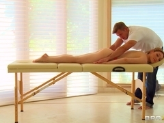 Dirty Masseur: Lily Loves It!